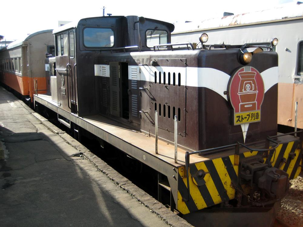 津軽鉄道は五所川原駅から津軽中里駅を結ぶローカル線です。季節により様々なイベント列車としても運行しています