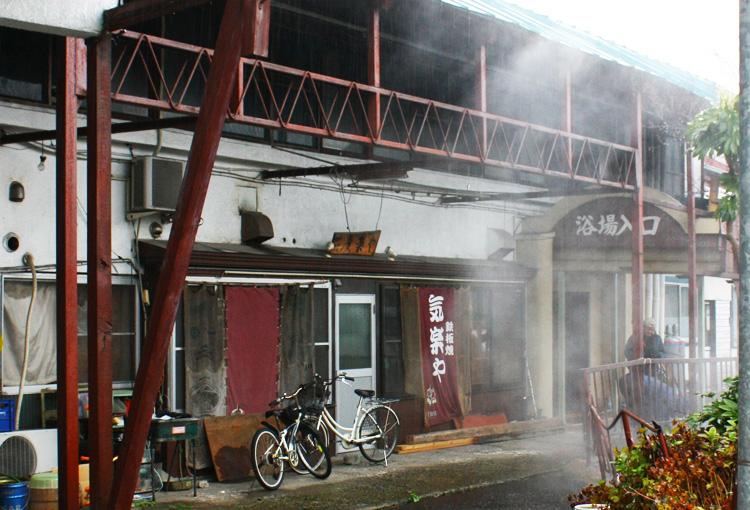 陸奥鶴田駅近くのかけ流し温泉公衆浴場