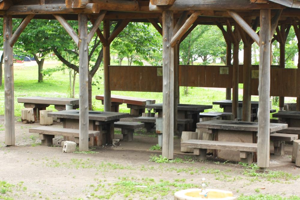 風光明媚な津軽富士見湖畔にある富士見湖パークではわんぱく広場やバーベキューが出来るピクニック広場などの設備が充実しています