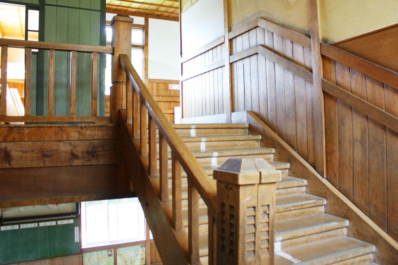 水元小学校時代のヒバ造りの木造校舎が残る