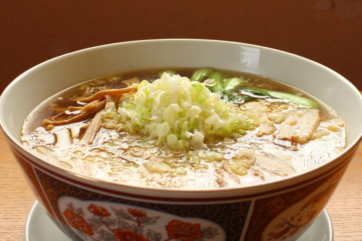 噂のジャンボな食べ物を追う!麺5玉分「特大ラーメン」に挑む