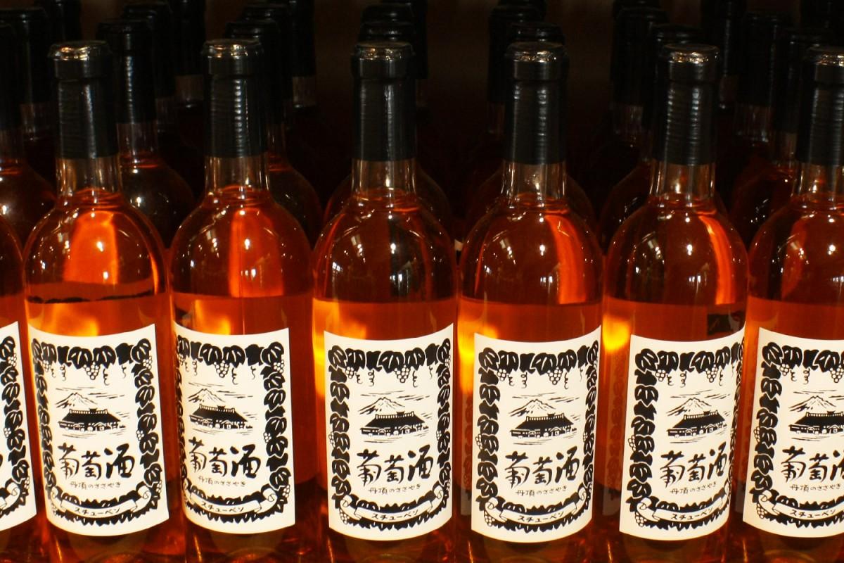 """鶴田産スチューベンを原料とした赤とロゼのワイン"""" title=""""青森県鶴田町のワイン「丹頂のささやき」"""