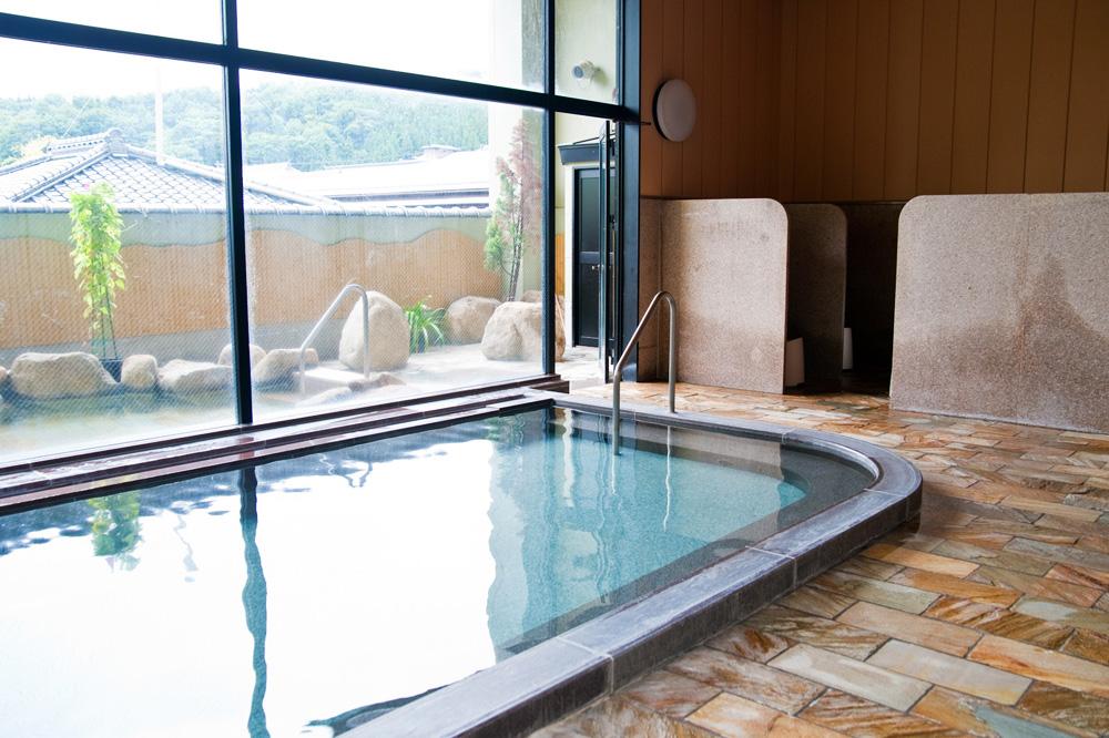 鶴田町内には温泉や宿泊施設があります