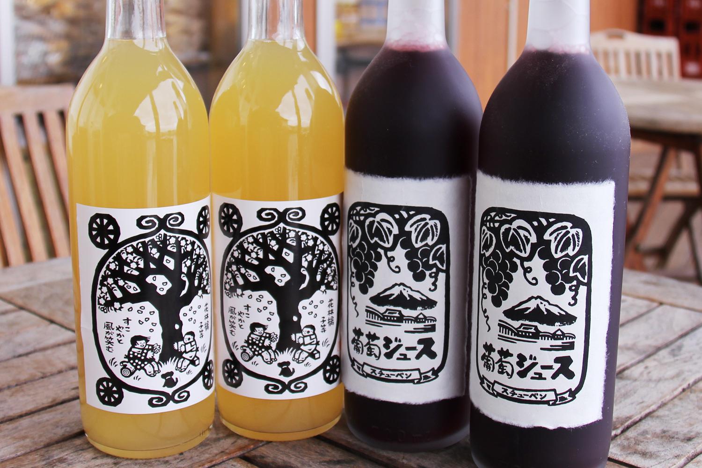 版画ラベルを採用したりんごジュース、スチューベンジュースは観光客にも人気。