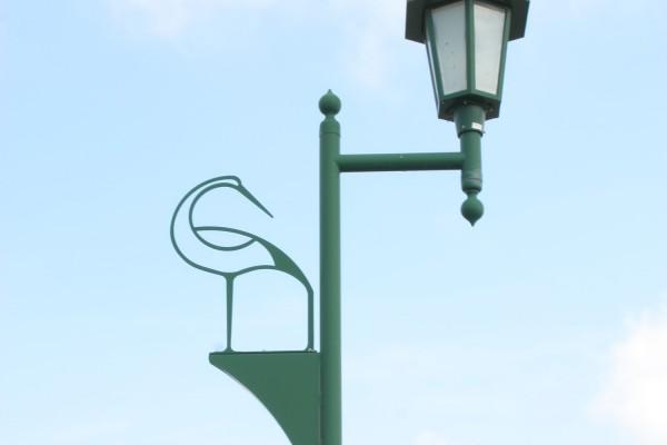 陸奥鶴田駅外にある鶴の街灯