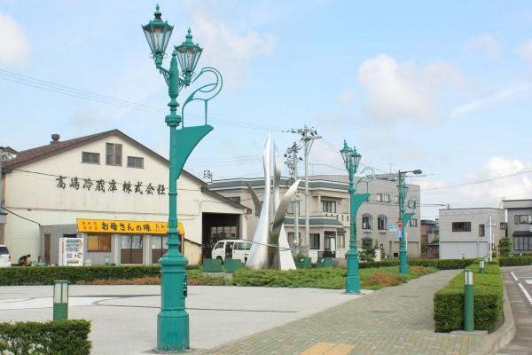陸奥鶴田駅外にある鶴のガス灯風のレトロな街灯