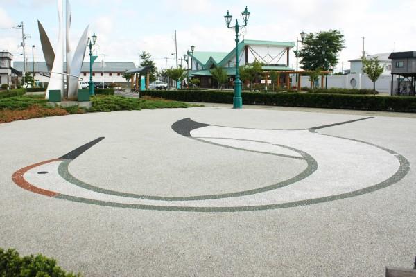 陸奥鶴田駅外にある鶴のイラスト