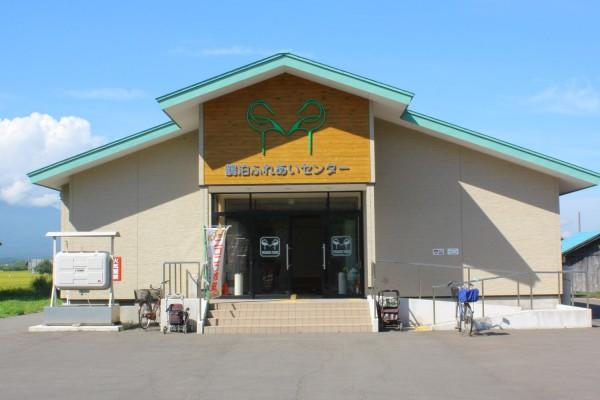 鶴泊地区「鶴泊ふれあいセンター」にある鶴の看板