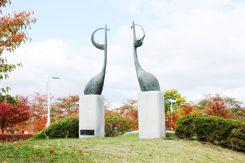 岩木川河川敷の鶴のオブジェ