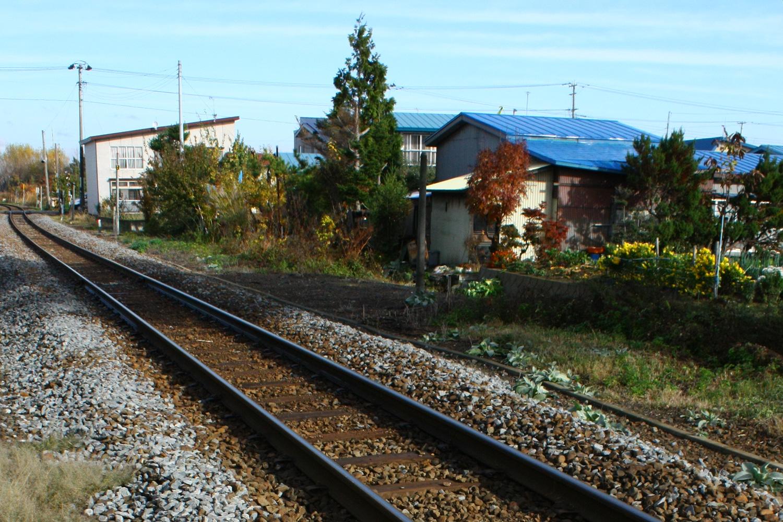 鶴泊駅から続く線路