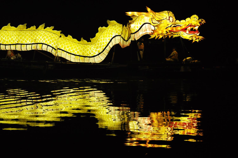 龍神船の湖上運行