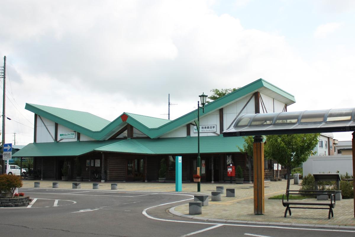 JR五能線の駅の1つで青森県鶴田町中心部の玄関口