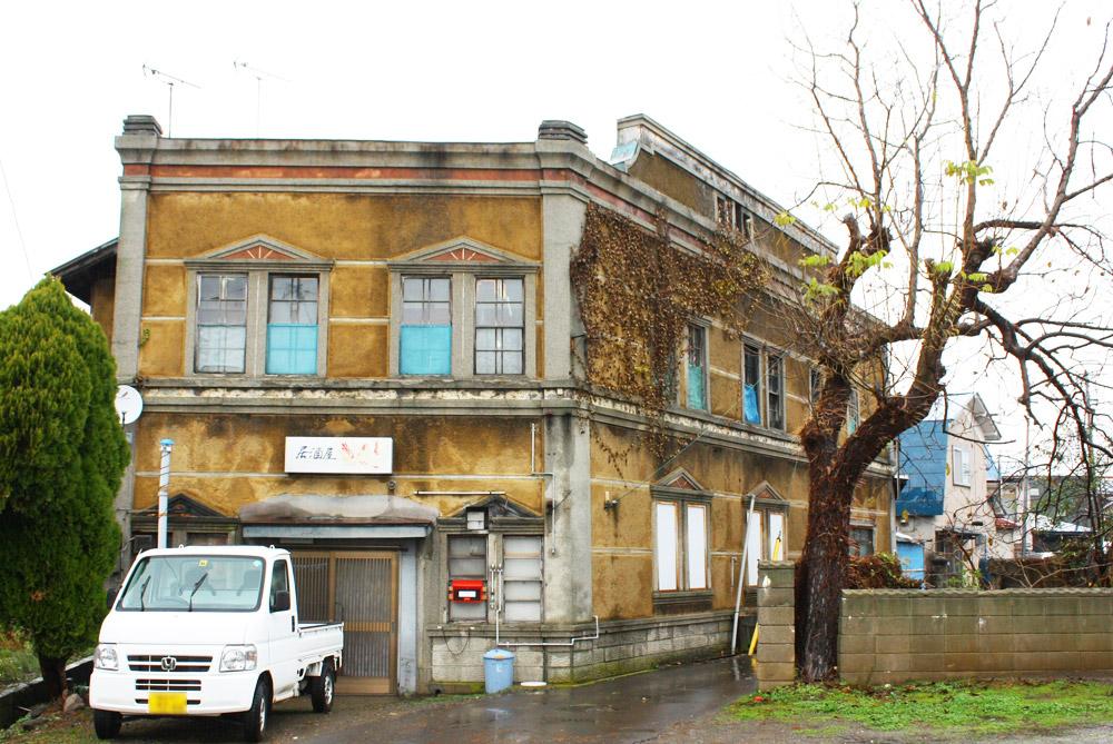 商店・温泉おさんぽコース 路地裏 鶴田八幡宮を過ぎると、車のすれ違いができないほど狭い路に続く。