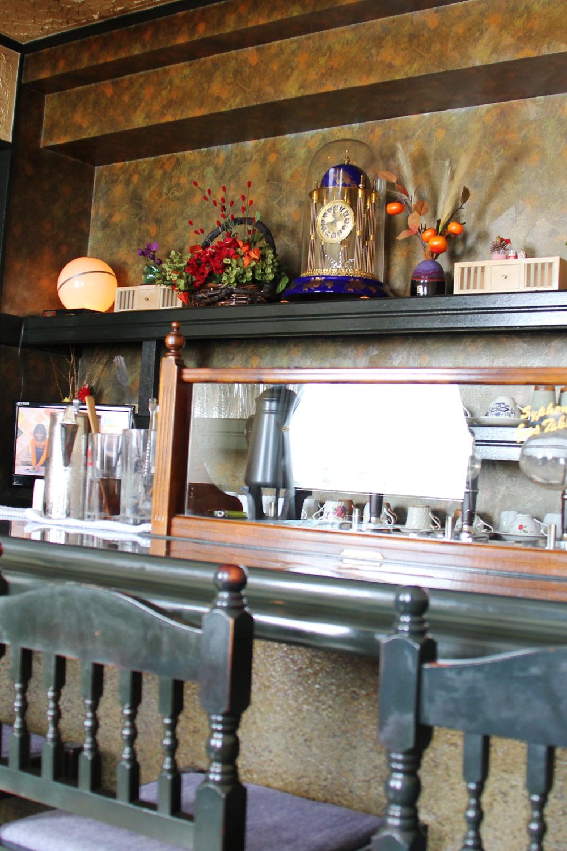 昭和57年にご夫婦でお店をオープンし、平成8年にリニューアルしたという懐かしい佇まいの喫茶店「カレッヂ」