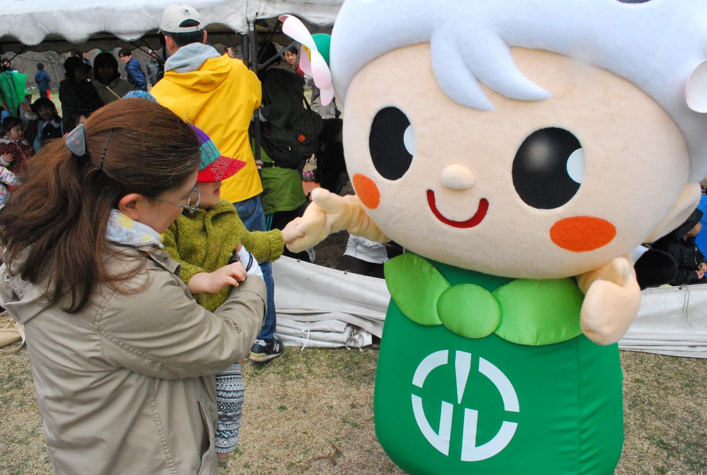 鶴田町のマスコットキャラクター・つるりん