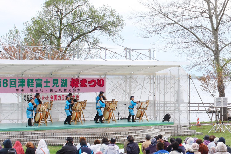 津軽富士見湖桜まつりの手踊りなどの催し