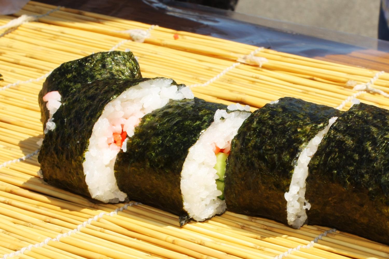 鶴田町のジャンボ海苔巻き「龍巻寿司」