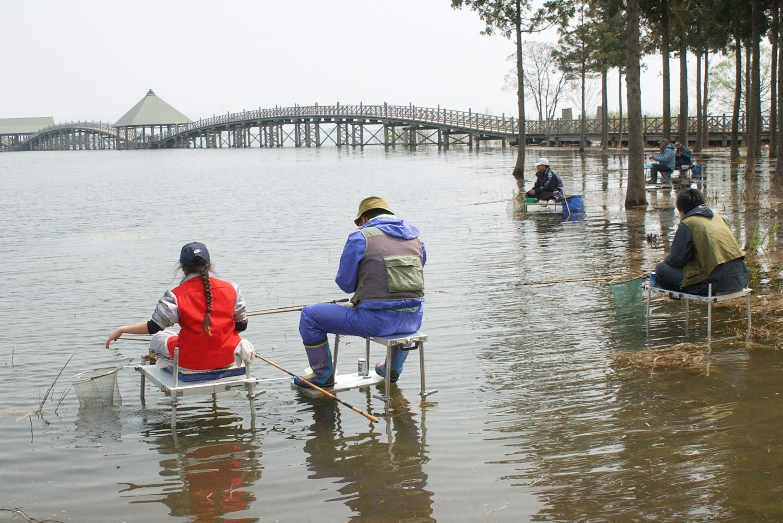 津軽富士見湖全国へら鮒釣り大会の様子