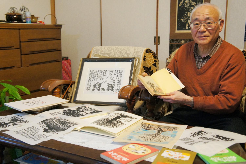 公務員時代から、版画家、漫画家、エッセイストとして様々な作品を制作。