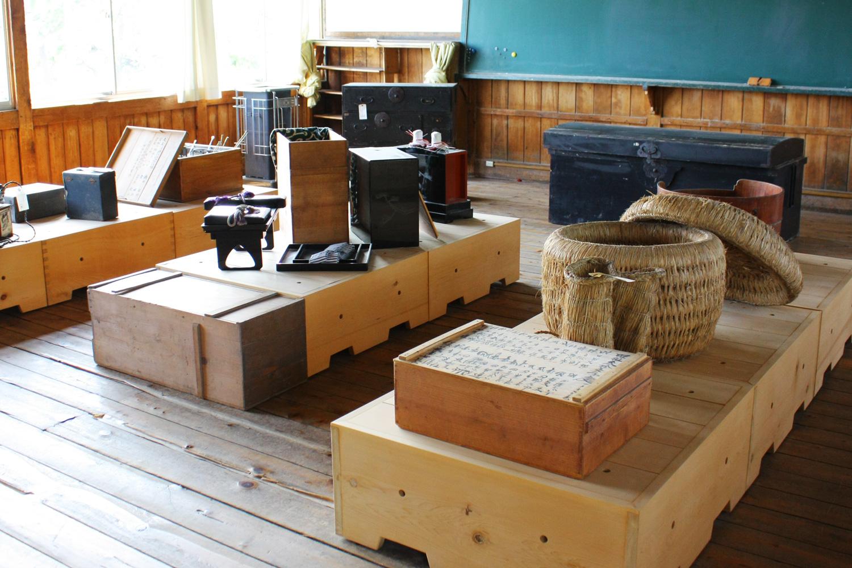 鶴田町歴史文化伝承館の中には、鶴田町で昔使われた農機具などが展示されている。