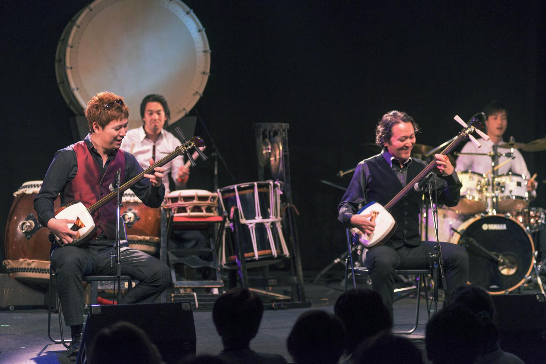 さまざまなジャンルのアーティストや楽器とコラボ。海外でも人気が高い。