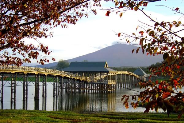 津軽富士見湖の秋