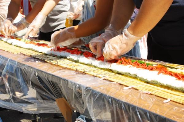 全長216m 龍巻寿司