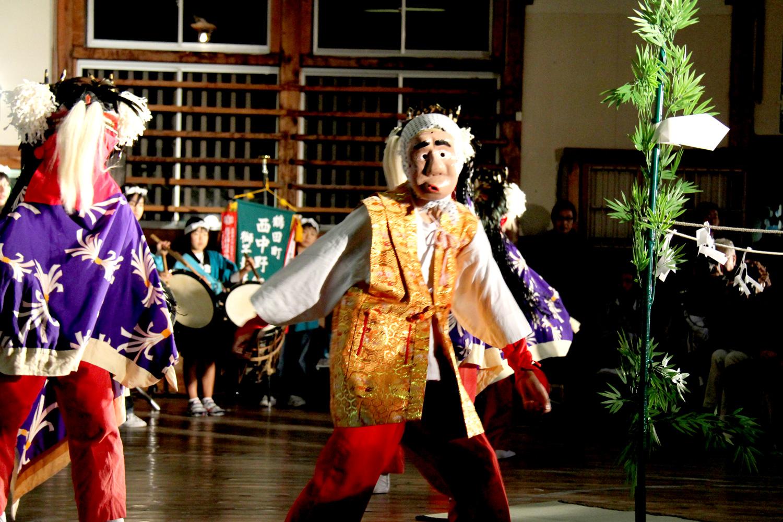 後世に伝えたい伝統芸能。鶴田町のお祭りなどでも披露されている。写真の会場は鶴田町歴史文化伝承館の体育館。