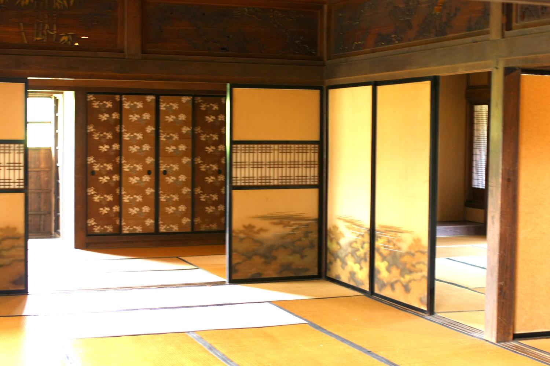 鶴の里ふるさと館の内部