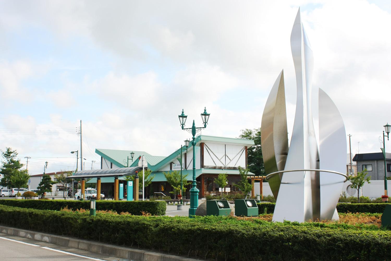 陸奥鶴田駅前モニュメント