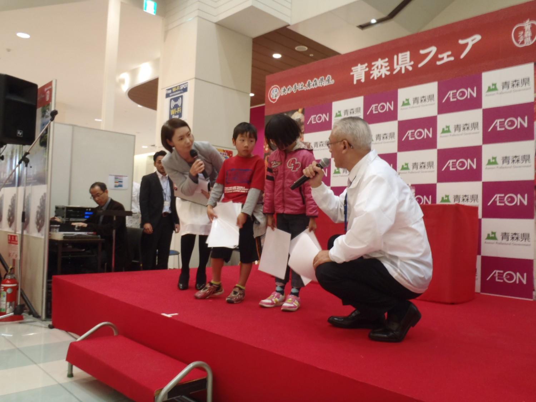 青森県フェアにて鶴田町と「冬ぶどうつるたスチューベン」をPR!