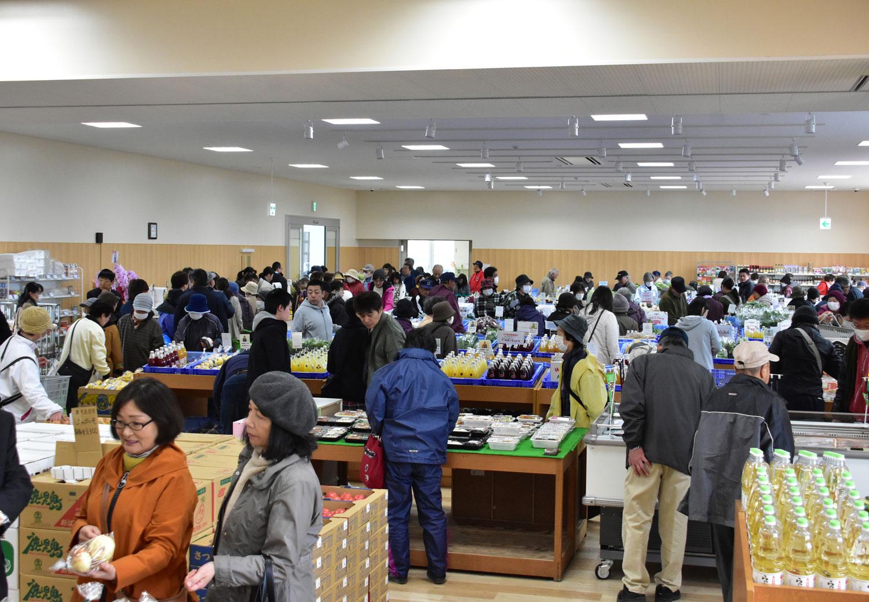 鶴田町の地元農家の朝採り野菜・果物など販売